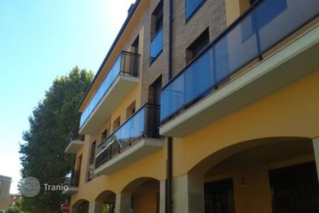 Foreclosed 3 bedroom apartments for sale overseas. Apartment – La Bisbal d'Empordà, Catalonia, Spain