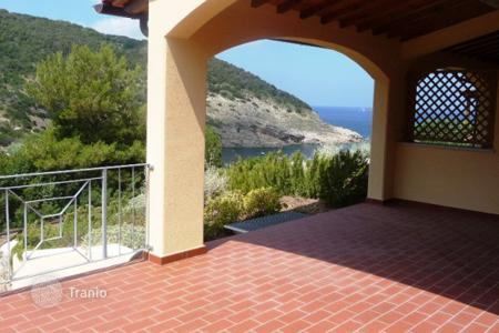 Coastal houses for sale in Portoferraio. Villa – Portoferraio, Tuscany, Italy