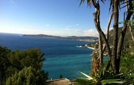 Luxury residential for sale in Cap d'Ail. Villa for overhaul in Cap-D'ail‎