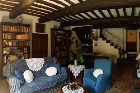Luxury property for sale in Umbria. Incredible townhouse in Bevagna, Umbria