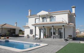 Property for sale in El Pinós. Villa with two terraces and a pool, Pinoso, Spain
