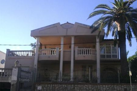 Coastal houses for sale in Costa Dorada. Townhome - Cambrils, Catalonia, Spain