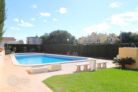 Cheap chalets for sale in Europe. Orihuela Costa, La Zenia. Townhouse-duplex of 96 m² with 30 m² plot