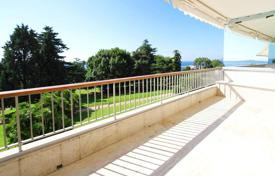 Apartments with pools for sale in France. Two-bedroom apartment in a luxury residential complex with a swimming pool and a golf course, Cannes, France