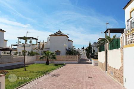 Cheap houses with pools for sale in Costa Blanca. Orihuela Costa, Los Altos. Townhouse 60 m² built with 100 m² of plot