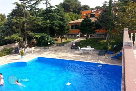 Houses with pools by the sea for sale in Ližnjan. Townhome – Ližnjan, Istria County, Croatia