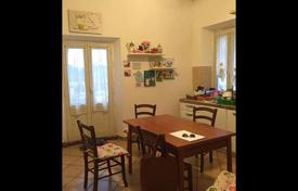 4 bedroom apartments for sale in Tuscany. Seven-room apartment with a sea view in Portoferraio, Tuscany, Italy