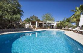 Luxury villas and houses for rent with swimming pools in Roca Llisa. Traditional villa with a pool and a guest house in Roca Llisa, Ibiza, Spain