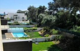 Apartments with pools for sale in Cascais. Duplex in the prestigious condominium in Cascais