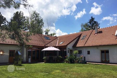 Residential for sale in Baden bei Wien. Furnished house with terrace, garden and two separate entrances to the kottingbrunn, Baden, Austria
