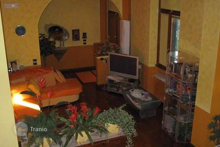 6 bedroom apartments for sale in Italy. Apartment – Prato, Tuscany, Italy