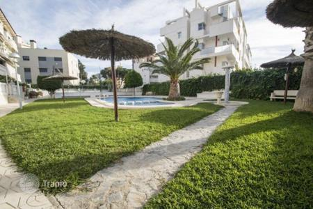 Cheap apartments with pools for sale in El Campello. 3 bedroom apartment with communal pool, terrace, just 200 metres from the beach in El Campello