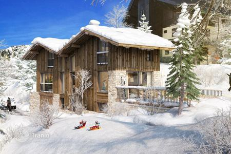 4 bedroom houses for sale in Auvergne-Rhône-Alpes. Villa - Courchevel, Auvergne-Rhône-Alpes, France