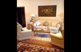 4 bedroom apartments for sale in Tuscany. Six-room apartment in excellent condition in Prato, Tuscany, Italy