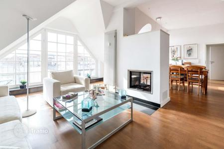 2 bedroom apartments for sale in Berlin. Two-bedroom penthouse with terrace and sauna in a historic building next to the Olivaerplatz, 500 m from Kurfürstendamm, Wilmersdorf, Berlin