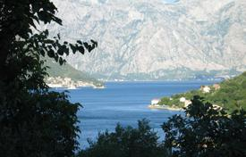 Coastal houses for sale in Kotor (city). Old stone house within the three minutes from the sea. Peaceful location with beautiful sea view. Three story house, 170 m².
