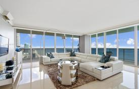 Spacious apartment with ocean views in a residence on the first line of the beach, Hallandale Beach, Florida, USA for $1,290,000