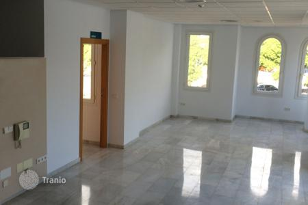 3 bedroom houses for sale in Andalusia. Commercial Premises for sale in El Capricho, Marbella Golden Mile