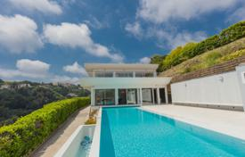 Coastal houses for sale in Provence - Alpes - Cote d'Azur. Modern style with sea view