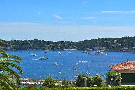 2 bedroom apartments for sale in Villefranche-sur-Mer. Residence with pool, 3 room apartment with panoramic sea view