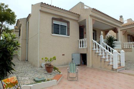 Cheap residential for sale in Algorfa. Villa of 3 bedrooms with garden and large terrace in the quiet residential area of Algorfa