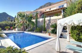 4 bedroom houses for sale in Pollença. Luxury Villa with private pool and sun terrace with views over the bay of Pollensa and the mountains
