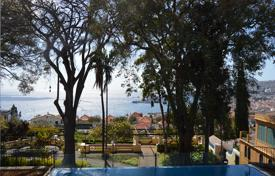 Apartments with pools by the sea for sale in Portugal. Magnificent three bedroom apartment in Funchal