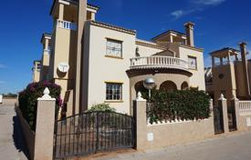 Cheap townhouses for sale in Guardamar del Segura. Terraced house – El Raso, Guardamar del Segura, Valencia, Spain