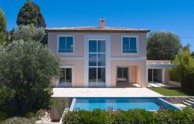 Luxury 5 bedroom houses for sale in Villefranche-sur-Mer. Two-storey new villa with a pool, a garden and sea and mountain views, in a quiet area of Saint-Michel, Villefranche-sur-Mer, Côte d'Azur