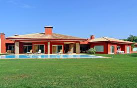 5 bedroom houses for sale in Algarve. Substantial 5 Bedroom Villa on Large Private Plot in Vilamoura