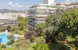 Coastal buy-to-let apartments in Côte d'Azur (French Riviera). Apartment – Antibes, Côte d'Azur (French Riviera), France