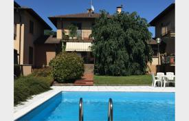 Coastal townhouses for sale in Italy. Terraced house – Gavirate, Lombardy, Italy