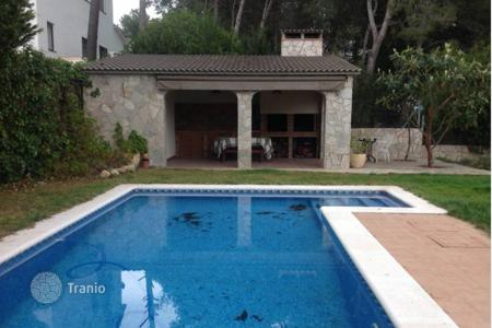 5 bedroom houses for sale in Barcelona. Three-level house with pool, garden and terrace of 50 m² in Can Canals, Catalonia, Spain