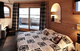 5 bedroom villas and houses to rent in Auvergne-Rhône-Alpes. Chalet – Courchevel, Savoie, France