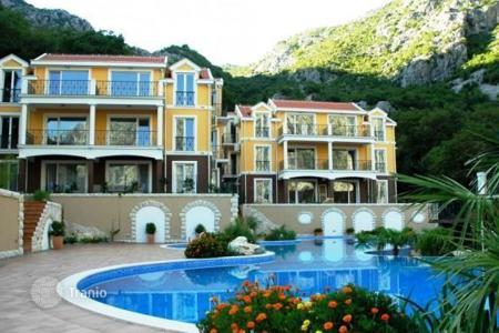 Apartments with pools for sale in Orahovac. Apartment - Orahovac, Kotor, Montenegro
