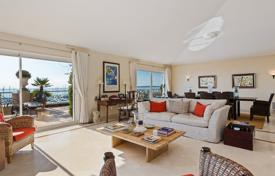 Luxury apartments with pools for sale in Côte d'Azur (French Riviera). Cozy apartment with a sea view, Vallauris, France