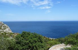 Plot of 5046 square meters with stunning sea views and three farm buildings dating back to 1700 for 149,000 €
