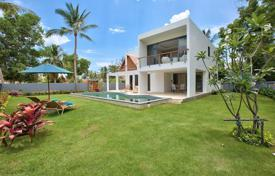 Houses for sale in Southeastern Asia. Villa near the beach of Lipa Noi