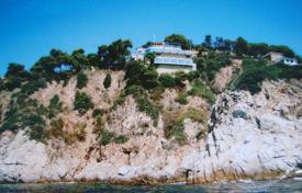 Luxury 4 bedroom houses for sale in Costa Brava. Unique villa with two swimming pools and a guest house, on the coastal rocks, Lloret de Mar, Spain