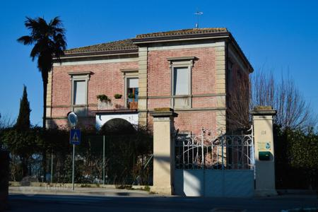 Houses for sale in Marche. Liberty style villa near Macerata
