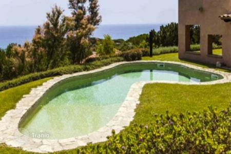 Luxury houses with pools for sale in Sant Pol de Mar. Villa – Sant Pol de Mar, Catalonia, Spain
