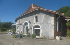 Property for sale in Hauts-de-France. Spacious villa with a swimming pool, a garden and a lake, surrounded by a beautiful natural landscape, Pas-de-Calais, France
