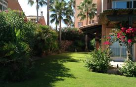 Townhouses for sale in Costa del Sol. Luxurious Beachfront Townhouse in Estepona