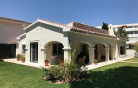3 bedroom houses for sale in Costa del Sol. Wonderful opportunity for a beachside villa in Elviria