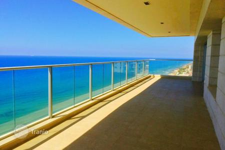 4 bedroom apartments by the sea for sale in Israel. Apartment in a new residence, in 100 meters from the beach, in Netanya, Israel