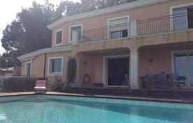 Houses with pools for sale in Mandelieu-la-Napoule. Villa – Mandelieu-la-Napoule, Côte d'Azur (French Riviera), France