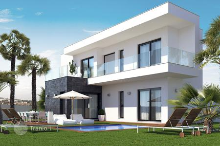 Coastal houses for sale in Santiago. Modern 4 bedroom villa with private pool in San Javier
