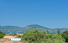 Luxury 4 bedroom houses for sale in Saint-Tropez. Saint-Tropez — Provencal villa close to center