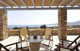 This is a luxury beach front villa (200m away) located in a prime area with sandy beaches, in the charming Antiparos island for 6,000 € per week