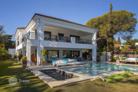 4 bedroom villas and houses by the sea to rent in Marbella. Villa Goya, Marbella Club, Golden Mile, Marbella